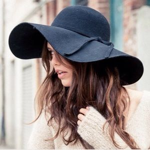 NWT Brandy Melville black Alessia floppy hat!